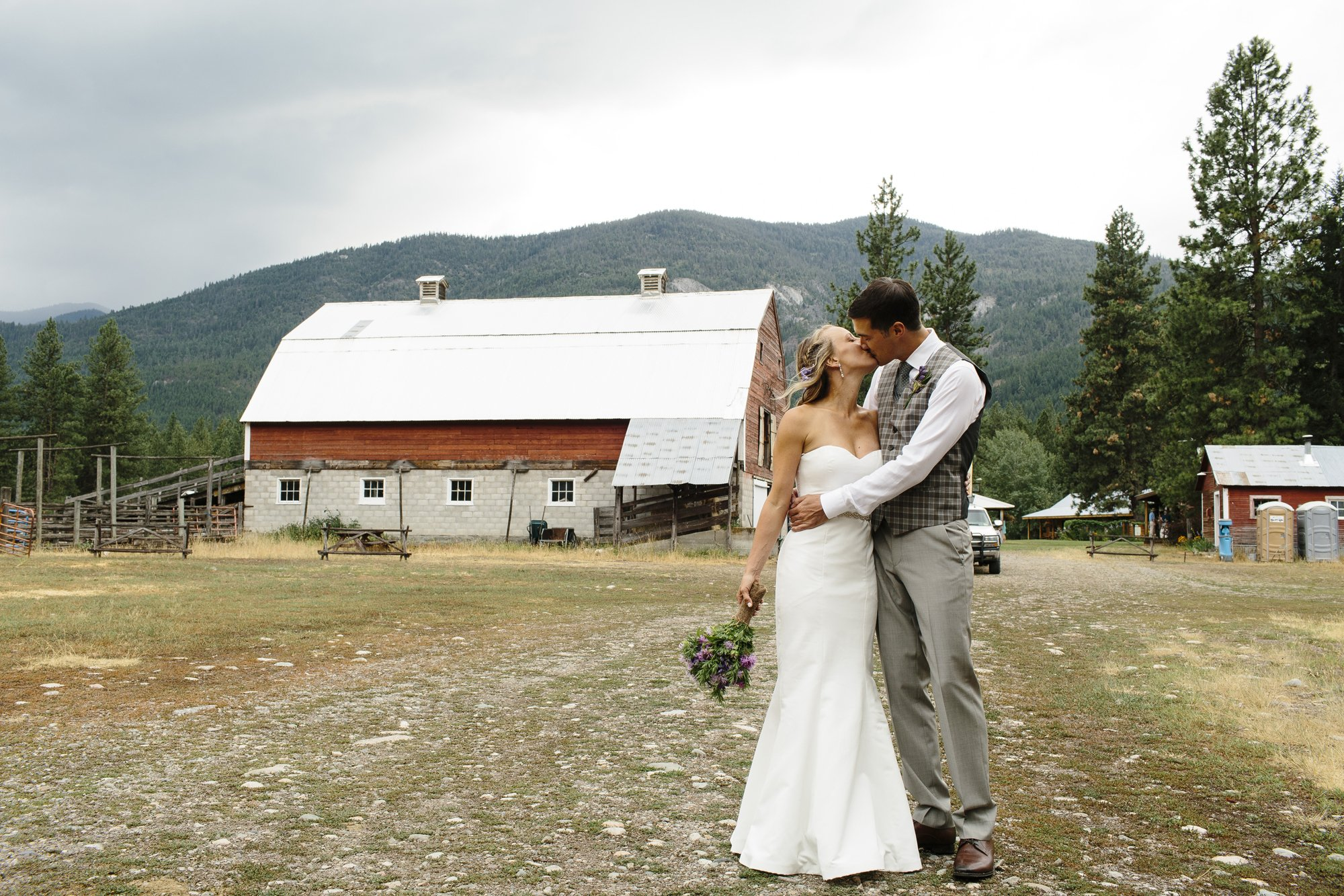 Mazama Ranch House Destination Wedding Photographer