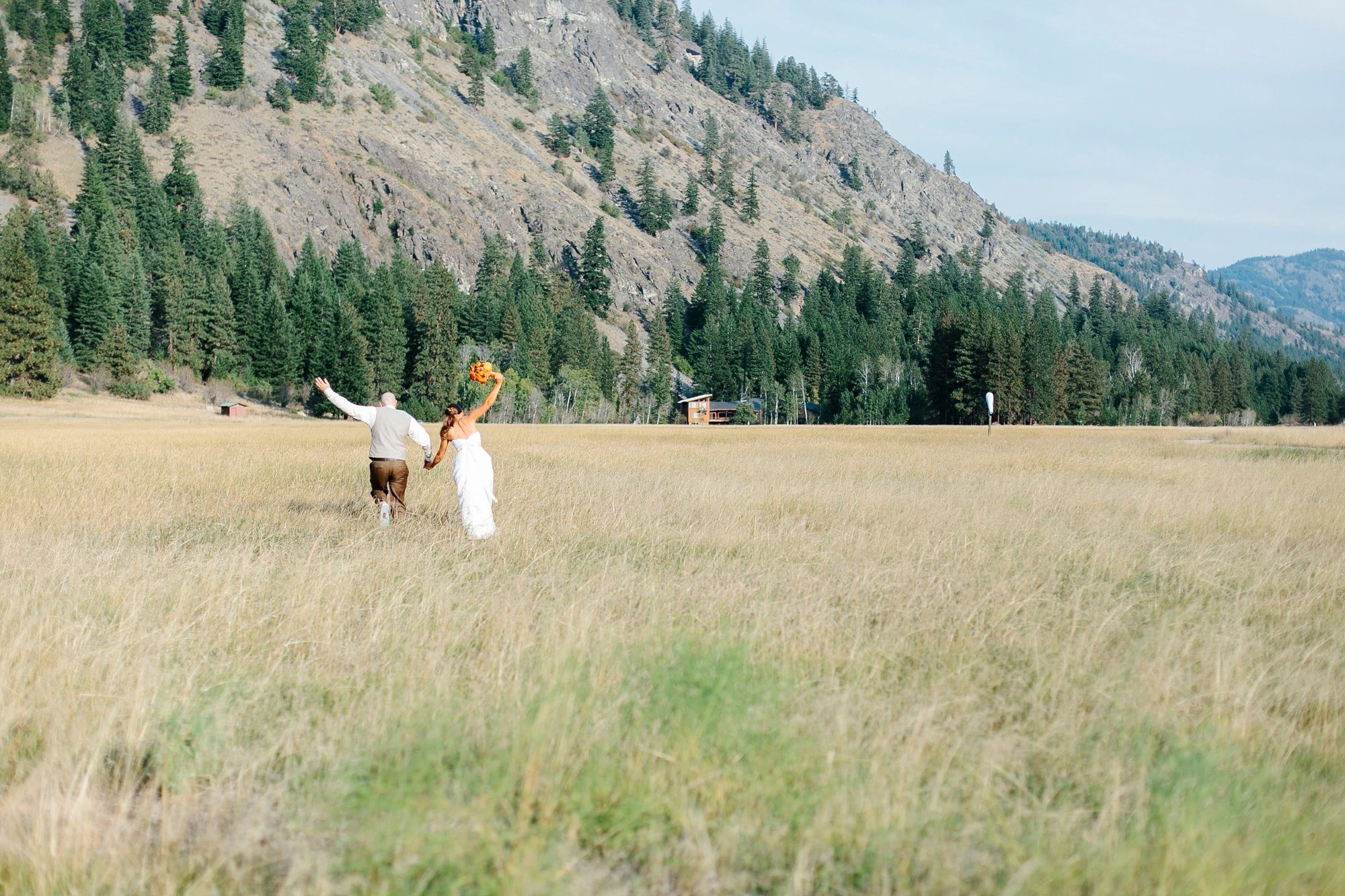 Wedding Couple in a field Mazama Ranch House