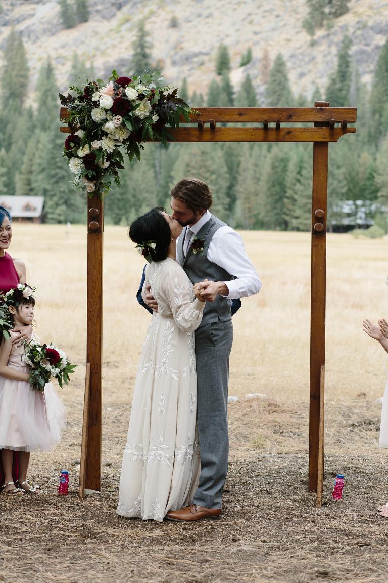 Mazama Ranch House Wedding // Emily Wenzel Photography