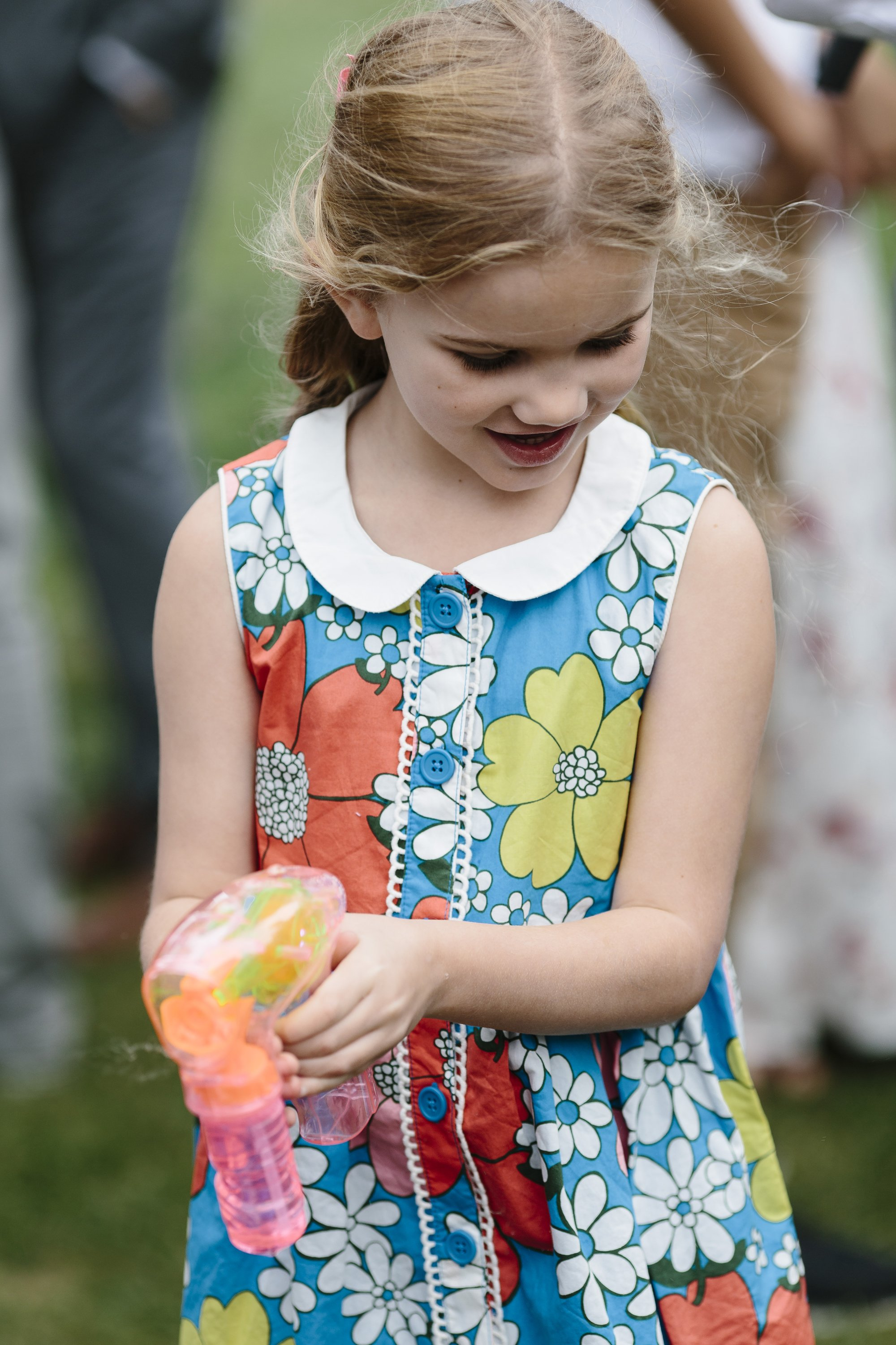 How to entertain kids at a wedding with a bubble gun